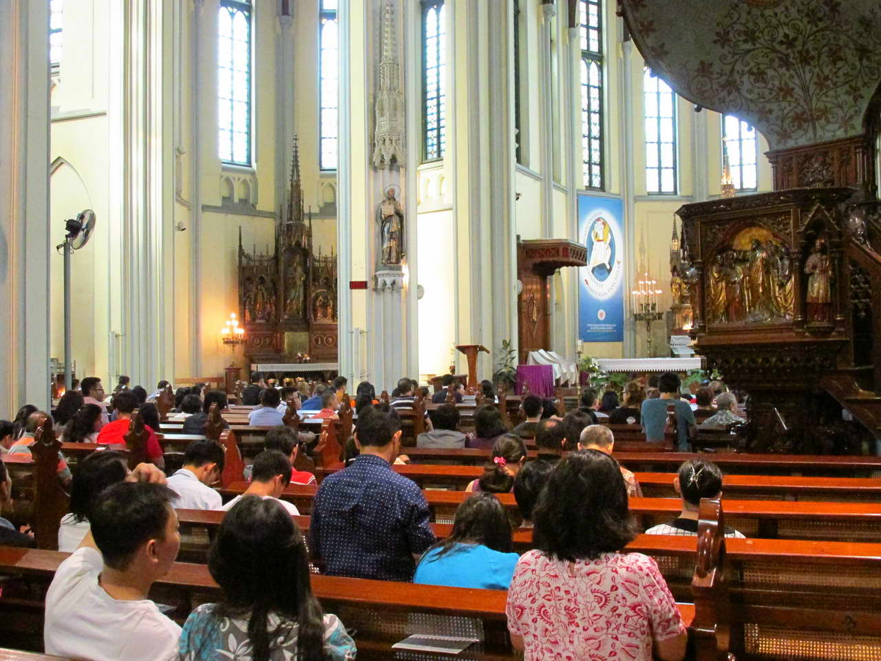 Jakarta_Cathedral_2.jpg